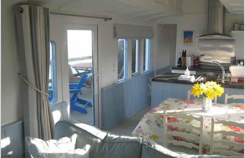 Clifftop Railway Carriage - Image 2