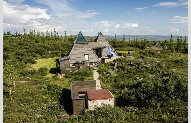Glacial Summer House - Image 6