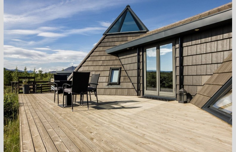 Glacial Summer House - Image 5