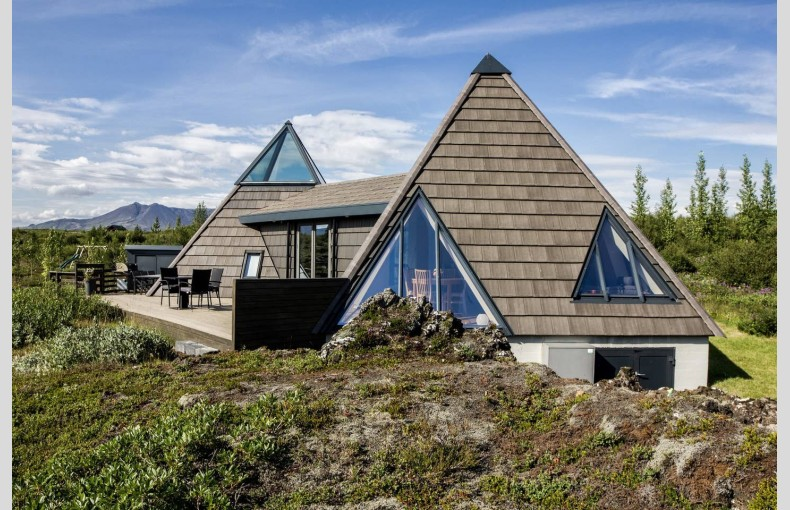 Glacial Summer House - Image 1