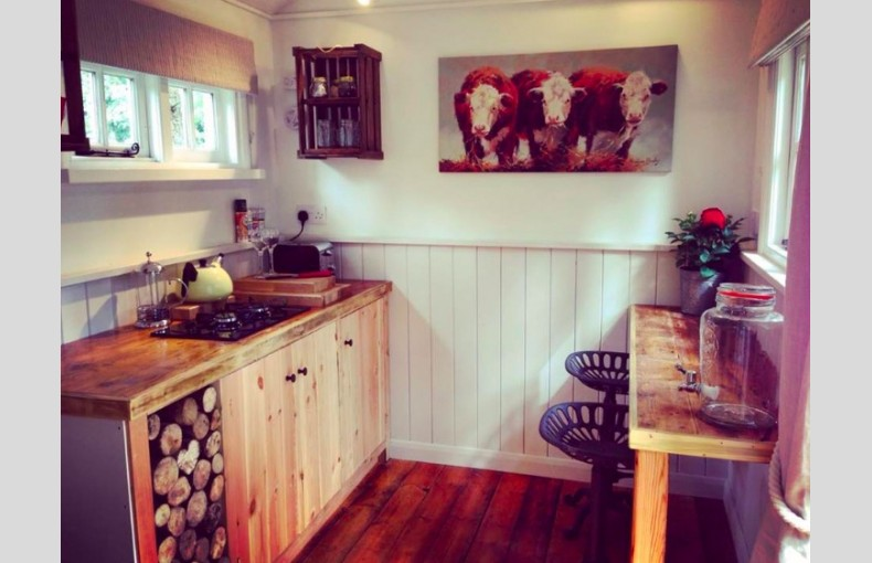 Happy Valley Glamping Retreat - Image 4