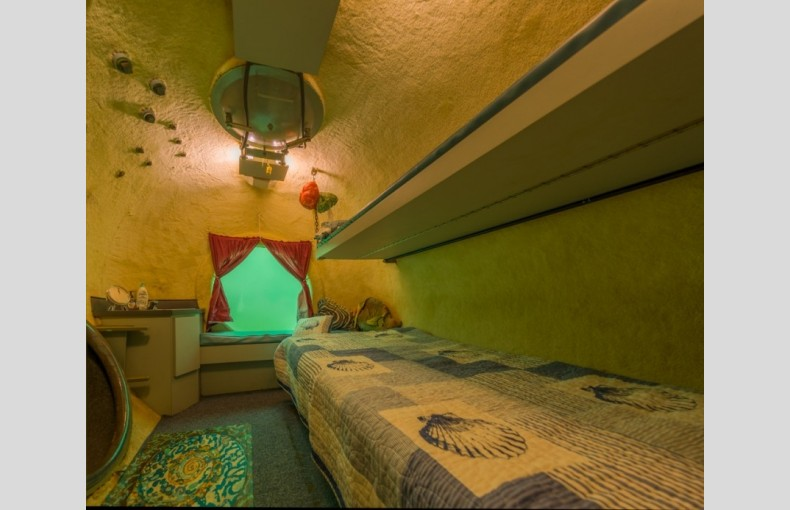 Jules' Undersea Lodge - Image 6