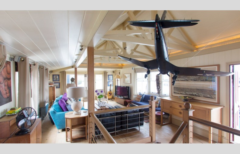 The Harpy Houseboat - Image 4