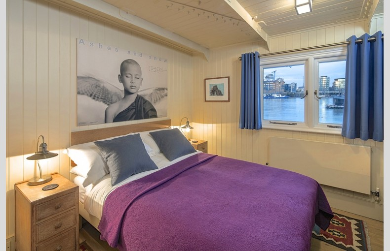The Harpy Houseboat - Image 17