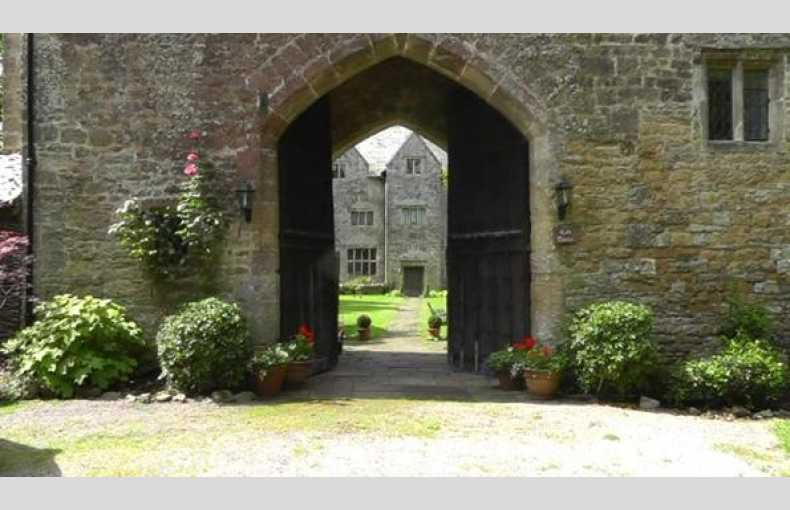 The Welsh Gatehouse - Image 21