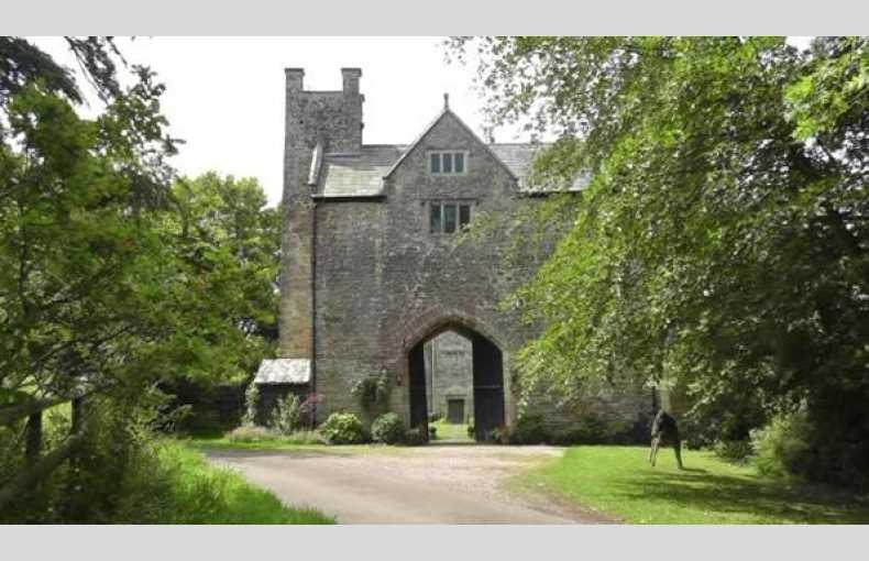 The Welsh Gatehouse - Image 2