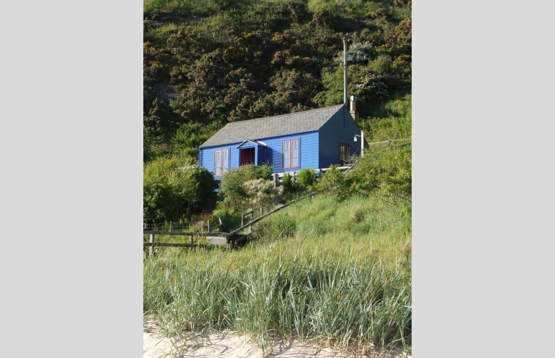 Blue Cabin by the Sea - Image 20