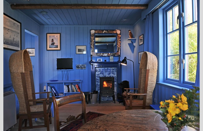 Blue Cabin by the Sea - Image 2