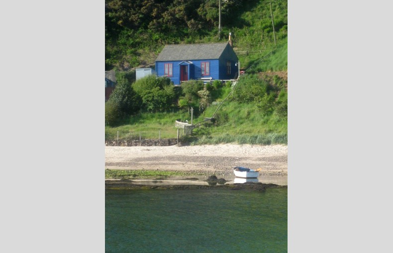 Blue Cabin by the Sea - Image 4