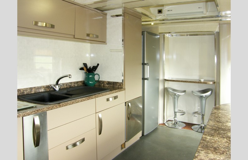 Converted Railway Carriage - Image 12