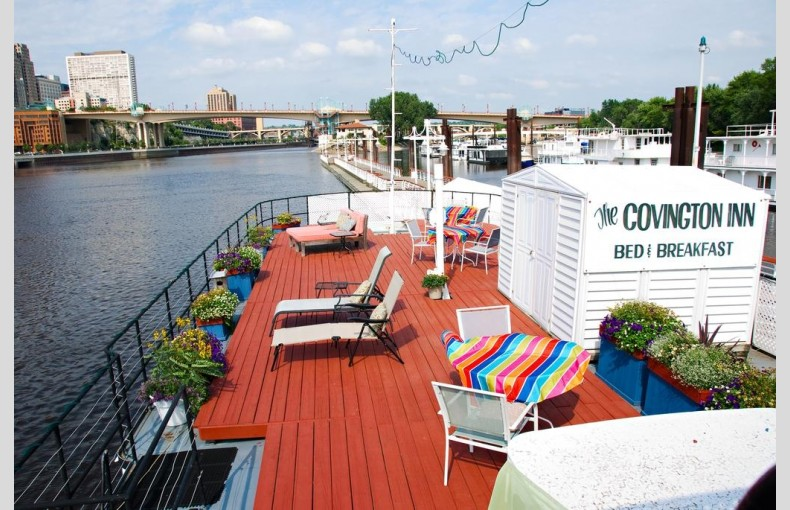 Covington Houseboat - Image 1