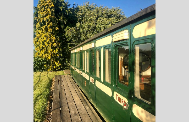 Green Lane Carriage - Image 1