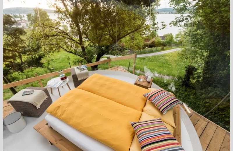 himmelbett lakeside bubble dome glamping in scenic switzerland. Black Bedroom Furniture Sets. Home Design Ideas