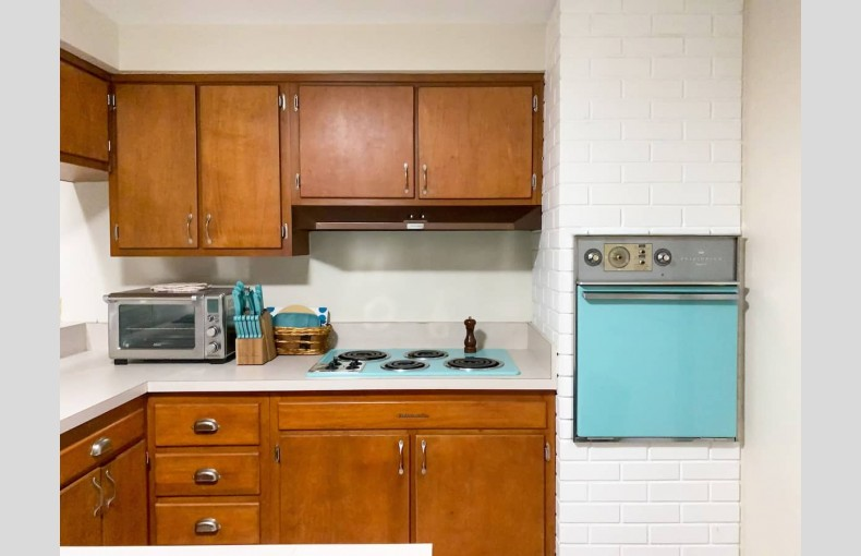 Mid-Century Clearwater - Image 7
