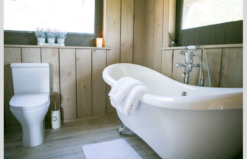 Oaklands Glamping & Treehouse - Image 21