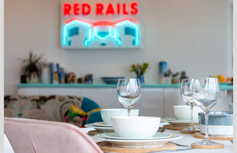 Red Rails - Image 7