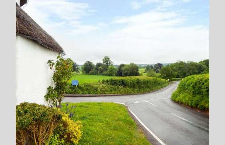 Stanton Drew Round House Quirky Thatched Cottage Somerset