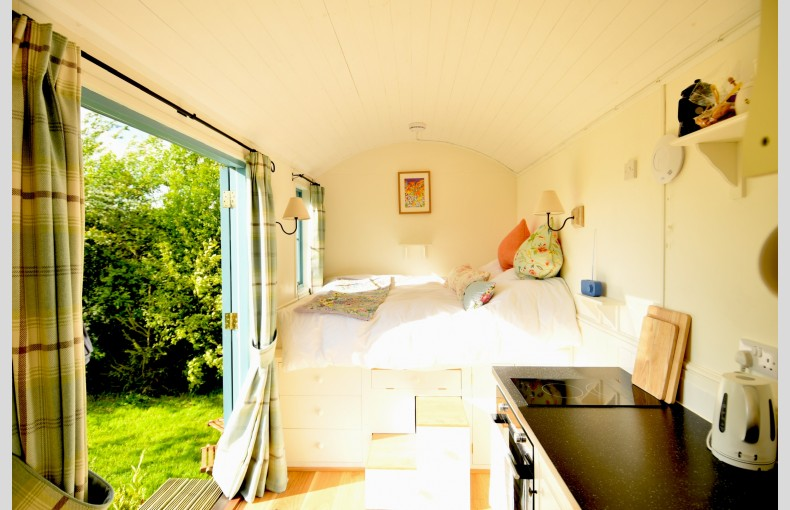 Stocklinch Shepherd's Hut - Image 3