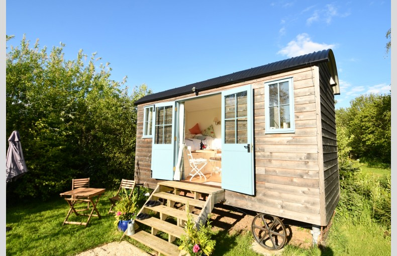 Stocklinch Shepherd's Hut - Image 2
