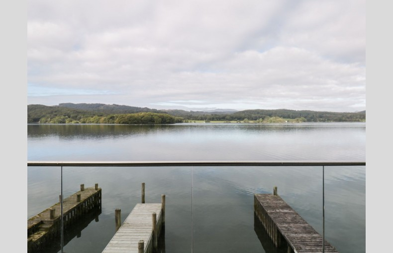 Louper Weir Boat House - Image 2