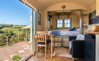25 UK Stays with April and May Availability