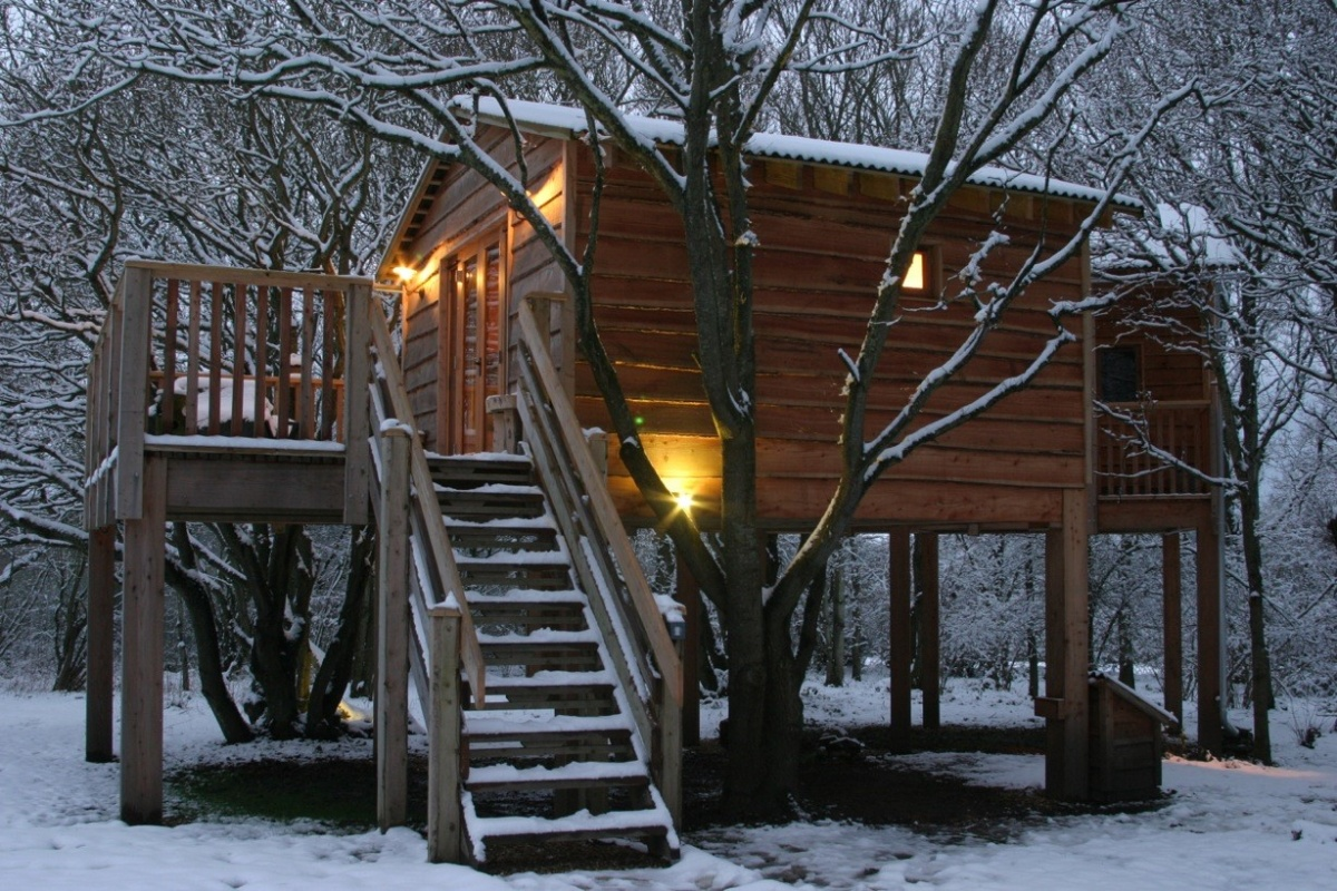 Christmas-Into-the-Woods-treehouse.jpg