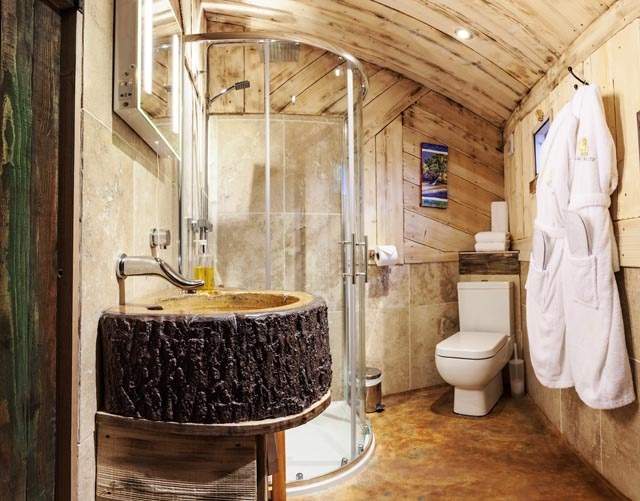 Treehouse hideaway near whitstable romantic stay with private hot tub - Tree house bathroom ...