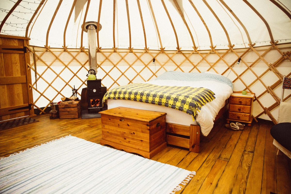 Round-the-Woods-double-bed.jpg