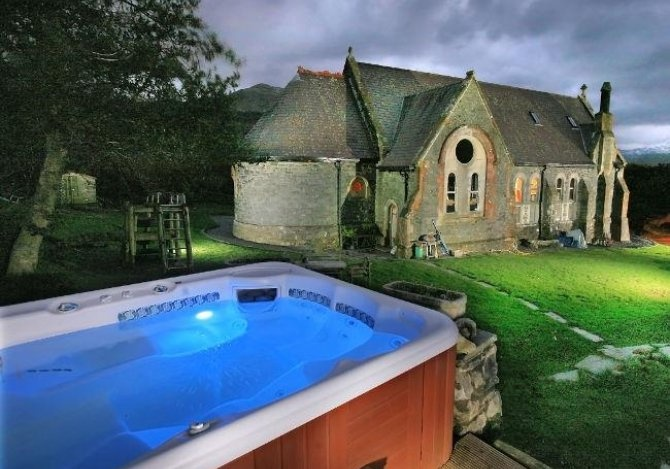 St-Curigs-Church-hot-tub.jpg